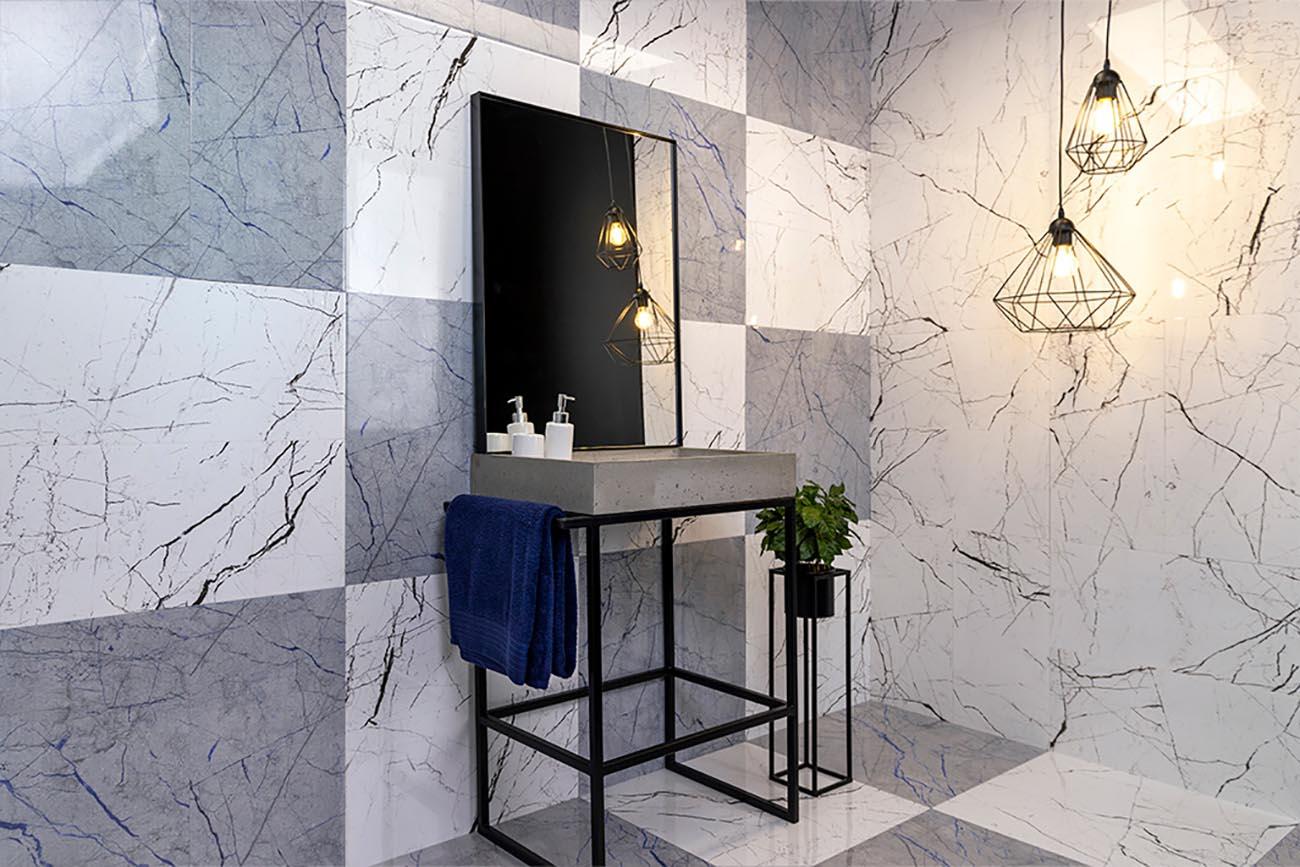 aranżacja łazienki z płytkami kamiennymi