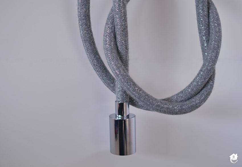 kabel w szarym oplocie do żarówki