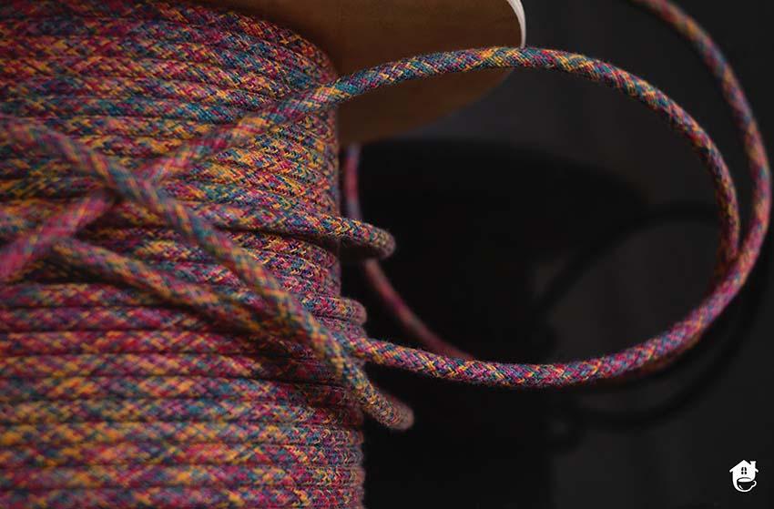 kolorowy kabel na szpuli
