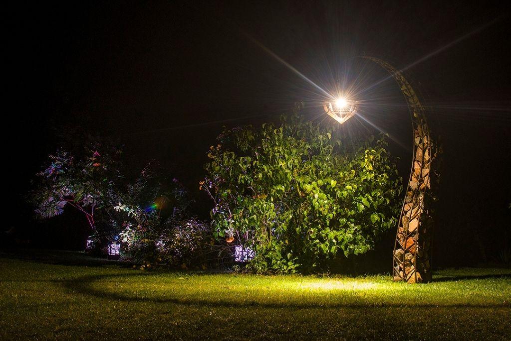 fantazyjna latarnia ogrodowa