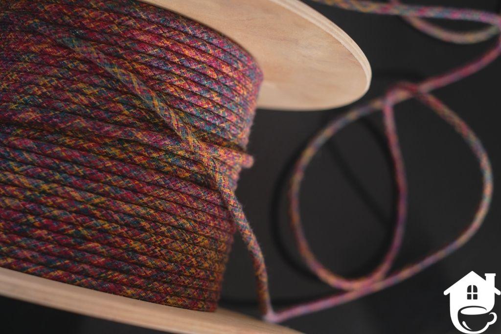 kolorowy kabel w oplocie na szpuli