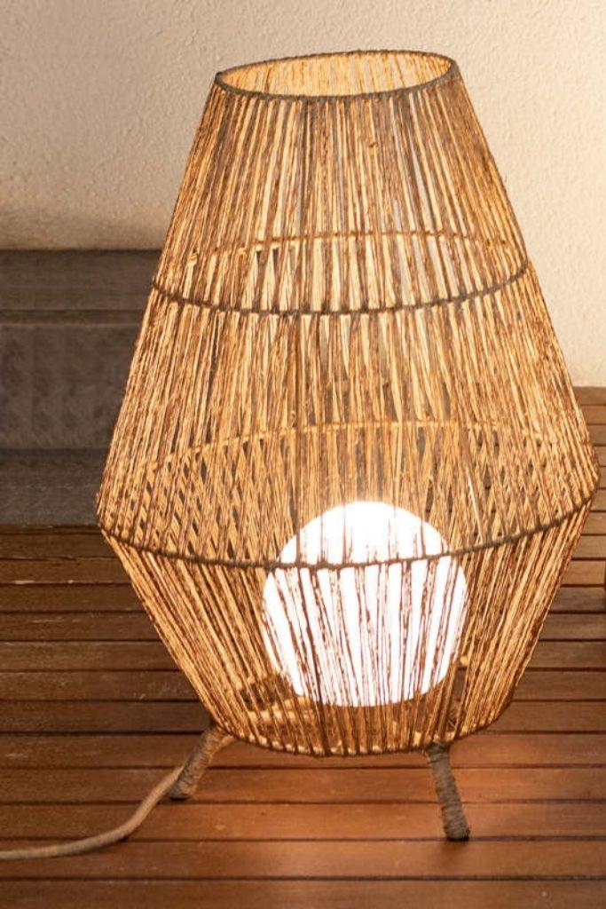 lampa pleciona z włókien naturalnych