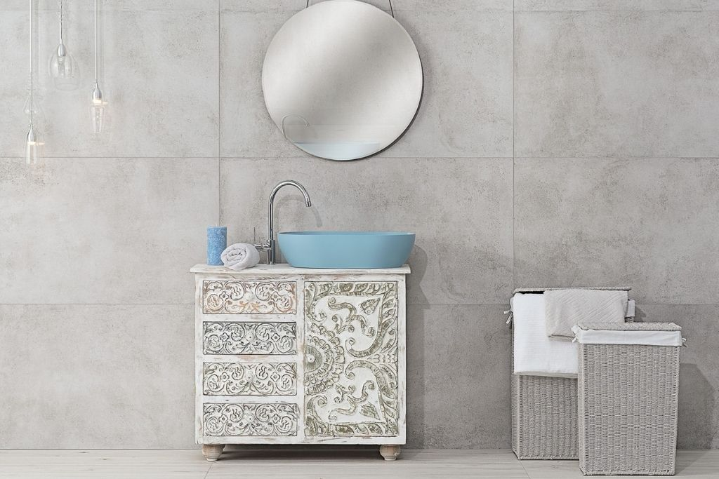 pastelowa błękitna umywalka nablatowa w białej łazience