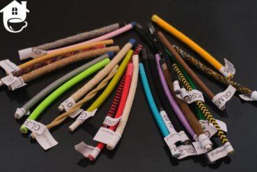 rożne rodzaje kolorowych kabli w oplocie