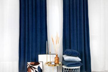 tekstylia welurowe w niebieskich tonach