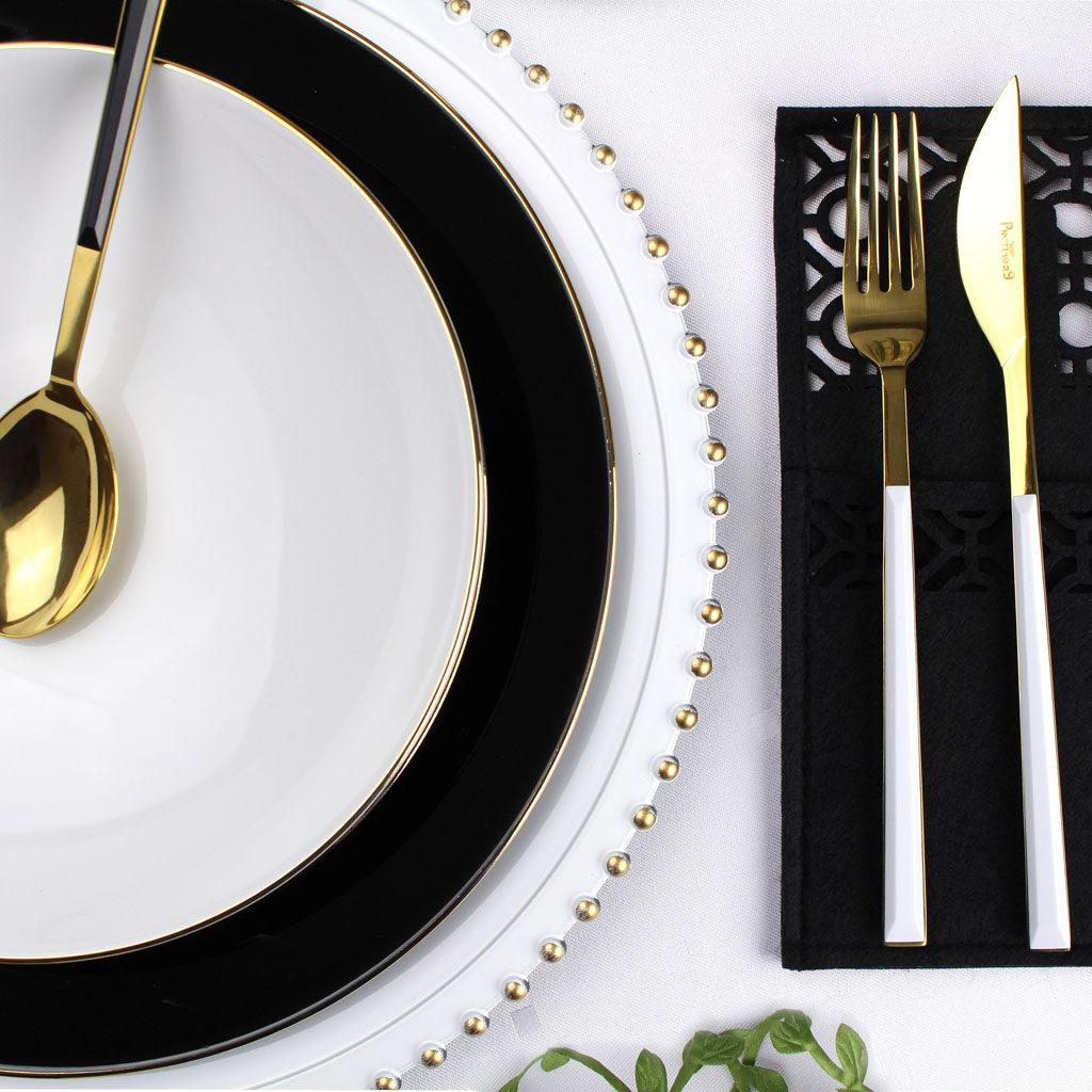 czarno biały serwis obiadowy ze złotymi akcentami