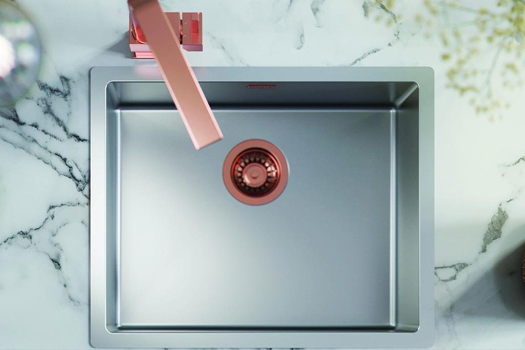 zlewozmywak z detalami w kolorze różowym